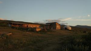 Unsere Farm im Weideland mit Jurte für Gäste