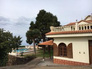 Apartment mit Terrasse vor dem Schwimmbad