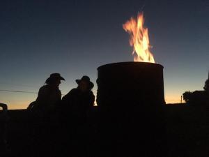 Abend an der Feuertonne