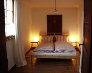 Schlafzimmer in der Ferienwohnung im Gutshaus
