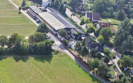 Ferien-/ Urlaubsbetrieb, Pensionsstall / Pferdepension, Turnierbetrieb, Zuchtbetrieb, Ausbildungsbetrieb, Reiterhof, Ponyhof, Kinderferienbetrieb in Remagen - Kripp
