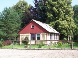 Ferienhaus im Schatten alter Bäume