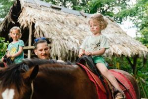 Pferde reiten mit Kindern