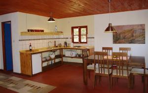 Ess- Wohnzimmer mit eigener Küche